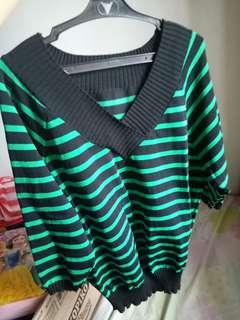 V-neck stripes 3/4 sweatshirt