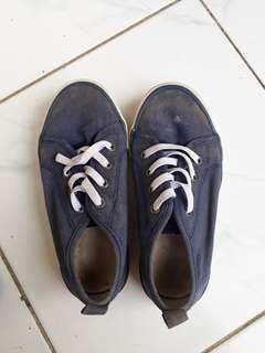 Sepatu HNM size 29