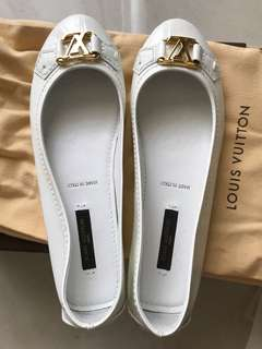 LV 白色亮面平底鞋