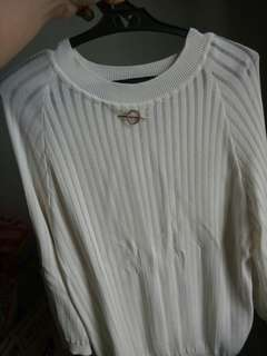 White 3/4 sleeve shirt with chain