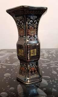 Ceramic laquer black glaze vase