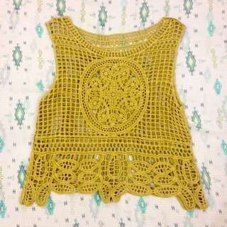 TOP: Yellow cropped top
