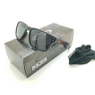 Kacamata oakley holbrook