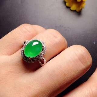 GZ-36批發價[色]: ¥24600 【冰陽綠蛋,戒指】 高貴大方,水潤飽滿,冰透冰綠,玉質細膩,完美無瑕,18K金奢華鑽石鑲嵌