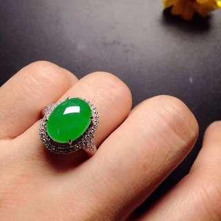 GZ-36批發價: ¥28800 【冰陽綠蛋,戒指】 高貴大方,水潤飽滿,冰透冰綠,玉質細膩,完美無瑕,18K金奢華鑽石鑲嵌