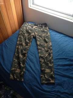 Celana Panjang Forever 21 Pria Corak Army