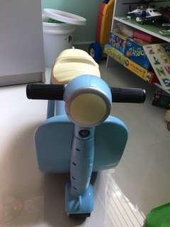 Skoot Ride on Luggage bag for Kids