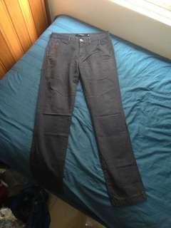 Celana Khakis Hitam Panjang Giordano Low Rise Slim Tapered