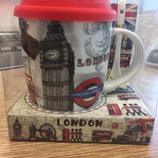Sweet London Mug with a Cover and Spoon