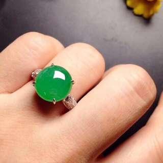 GZ-36批發價[色]: ¥12500 【冰陽綠蛋,戒指】 高貴大方,冰透冰綠,水潤細膩,完美無瑕,18K金奢華鑽石鑲嵌