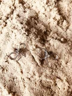 Ribbon silver earings