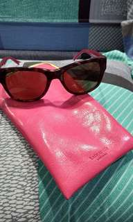 Sun glasses KS, defect ditangkai pernah di reparasi di optik.....tp overall oke