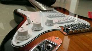 ELECTRIC GUITAR LEFT HANDED