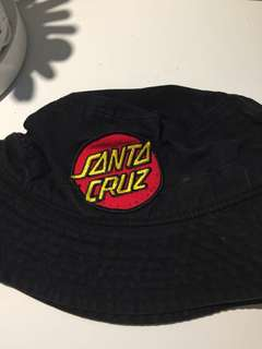 Santa Cruz bucket hat