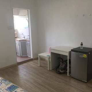 Master room for Rent: City Apartment near Outram Park MRT, SGH . Price Negotiable.