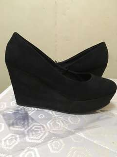 Dividend wedge shoes