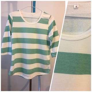 🚚 綠白橫條紋七分袖上衣 (size:S)