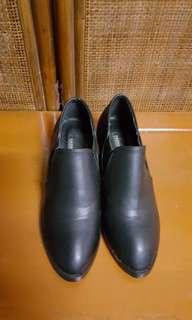 🚚 黑色後跟腳踝靴 尺吋23.5 23~23.5可以駕馭  本人穿38號 衝動買了穿起來太緊 沒有瑕疵
