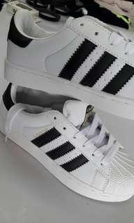 🚚 運動鞋 慢跑鞋 休閒鞋 37  23.5  adidas
