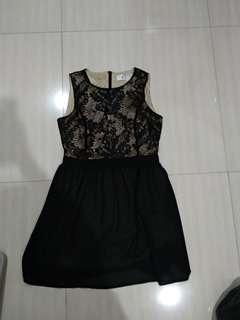 Dress lace brokat renda something borrowed