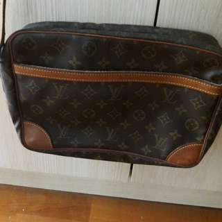 Lv sling bag class A not real