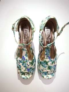 Flowerry heels