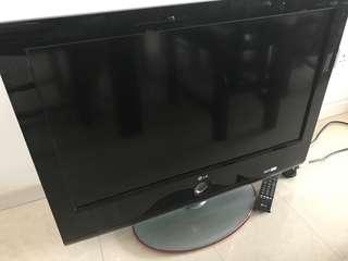 LG TV 32in