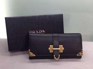 Prada金扣長銀包 Size: 18.7cm X 9.5cm(有盒,有麈袋)無白卡,無單 Real and New