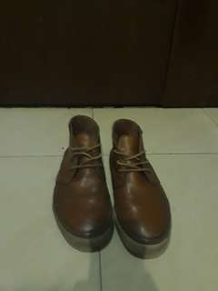 Vans Chukka Mid Leather pria warna dark brown (rare)