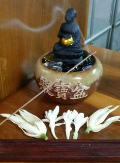 🚚 2557年大法會~  瓦瑪哈泰 蓮座烏巴庫尊者 +聚寶盆還有五形水晶 居家店面招財好幫手