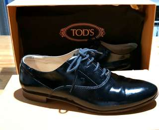 Tod's women's oxford shoes