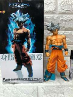 Son Goku ultra instinct ( stand), dragon ball figure