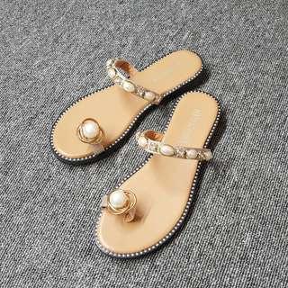 🚚 宇宙寶石珍珠繞指平底拖鞋(米黑兩色)