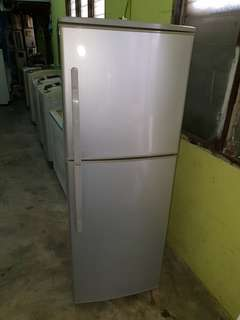 Used elba 2d fridge peti ais refrigerator peti sejuk in good condition