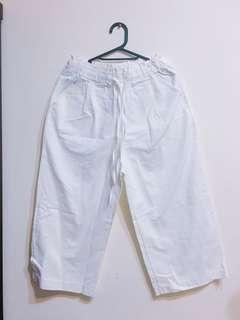 🚚 白色挺版牛仔寬褲
