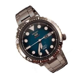5折出售 深水步有門市全新1年保養有單正版正貨 日期星期 計時 SEIKO 精工 SRPC65K1