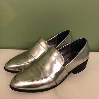 🚚 金屬尖頭紳士鞋