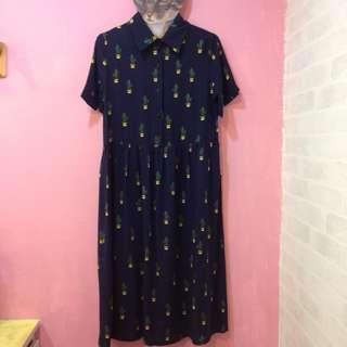 [彩色櫥窗]附綁帶可繫腰帶輕薄材質仙人掌印花深藍色洋裝