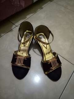 Sepatu hells