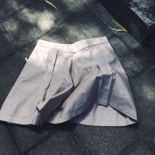 [NEW]Shorts with extra volume, pleats and two side pockets