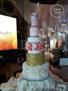 Elegant and Romantic Wedding Cake 5 tier
