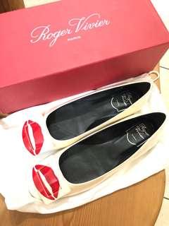 🚚 RV 乳白色唇印平底鞋