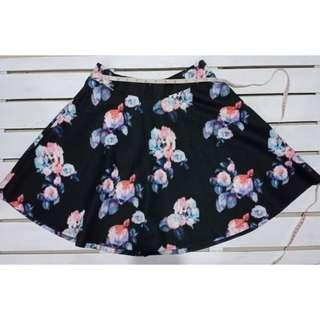 Pull & Bear Black/flowe skirt