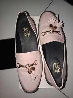 sepatu masih bagus sekali gantunganya hilamg satu
