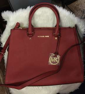 Michael kors Saffiano Large with minor scratches in the side