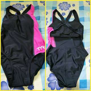 TYR Swimsuit L