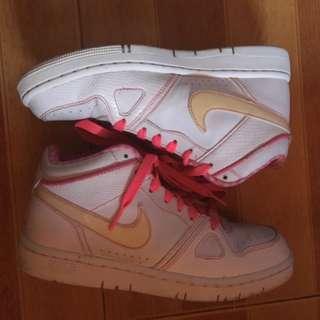 Nike Air Prize Women's 6.5 Pink Design