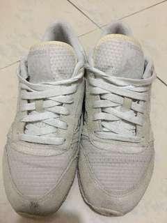 Reebok 波鞋