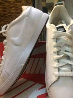 Nike White WMNS Racquette size 9