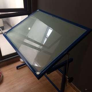 Meja tracing Arsitek dan DKV